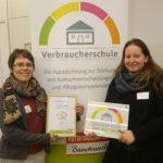 """Frau Hoffmann, Frau Dr. Gäbler-Schwarz, Auszeichnung """"Verbraucherschule"""" in Gold"""