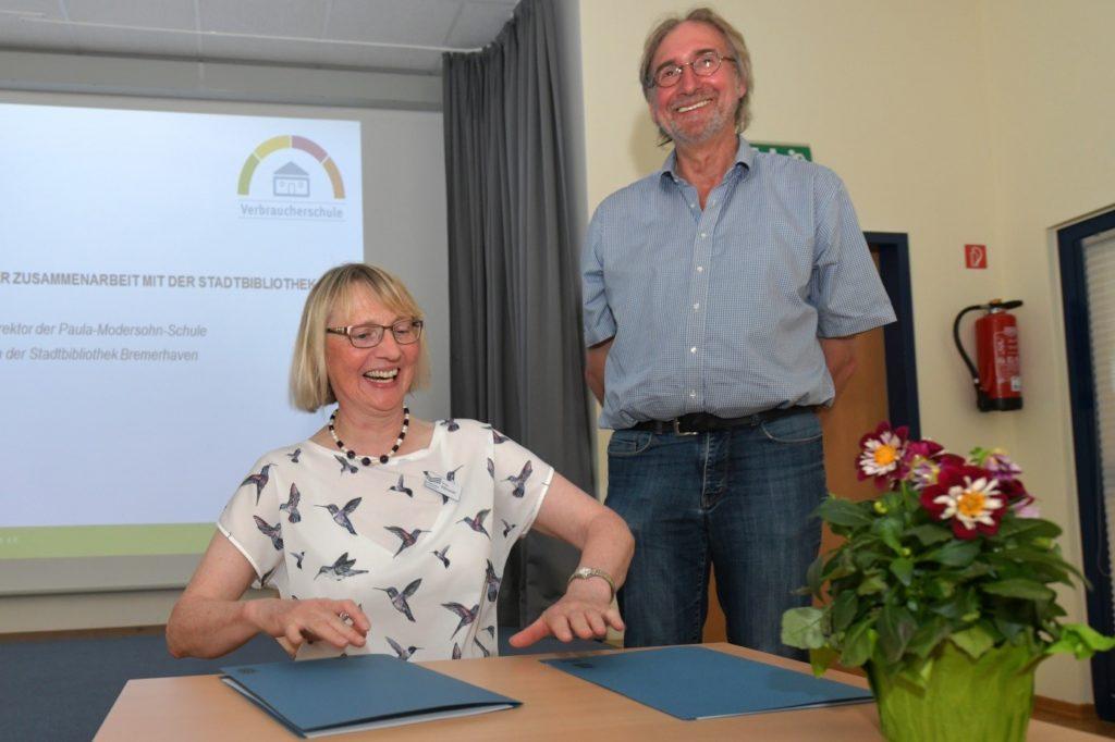 Stadtbibliothek und Paula-Modersohn-Schule unterzeichnen ...